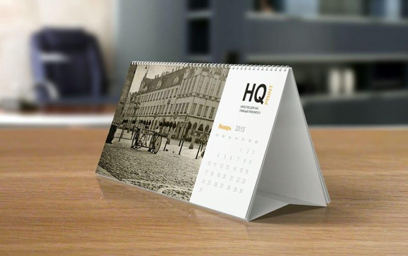 Календарь с логотипом на столе у вашего клиента