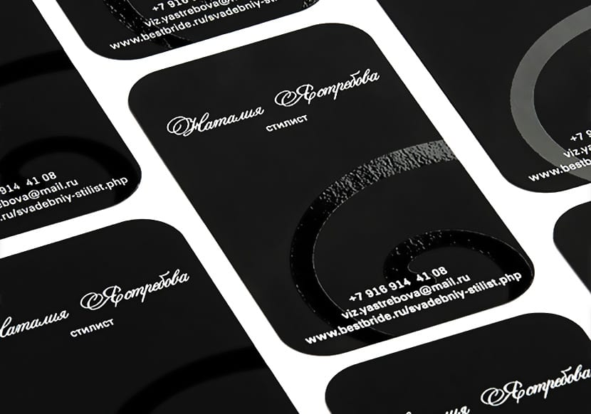Печать визиток на черном тач кавере с УФ лаком