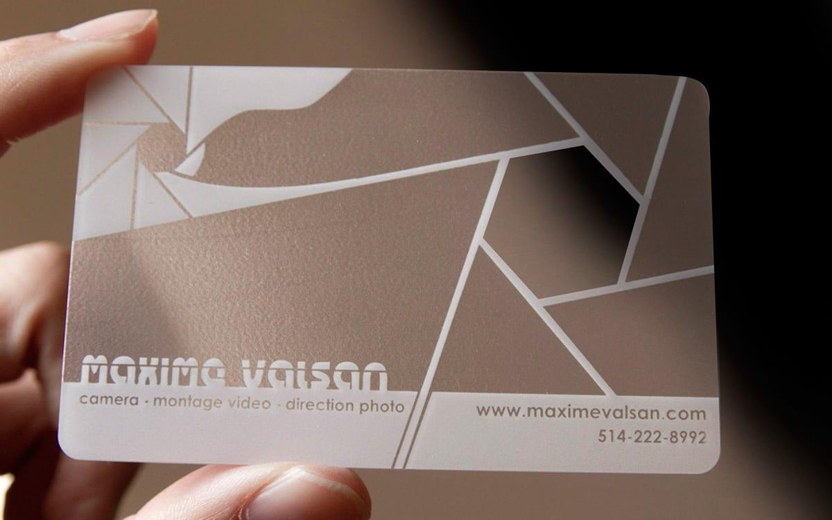 Печать пластиковых визиток с вырубкой