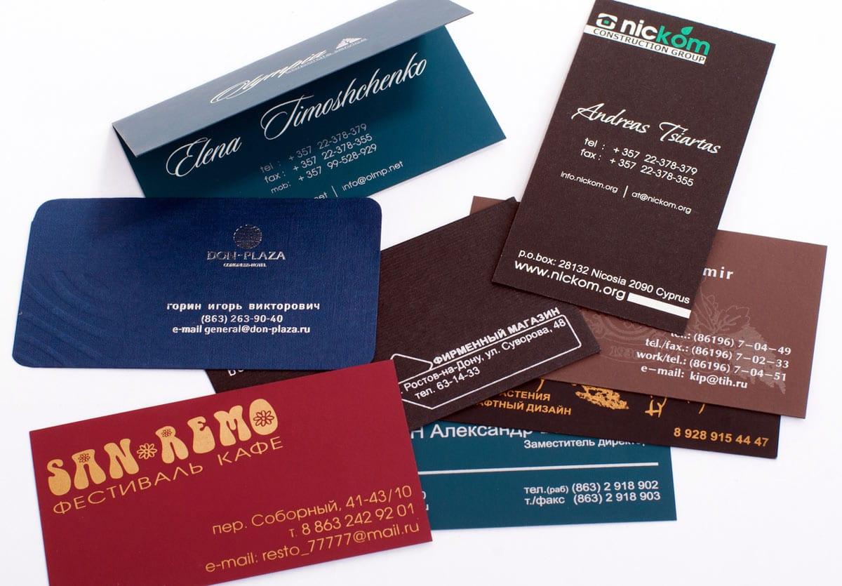 Различные варианты визиток напечатанные методом шелкографии
