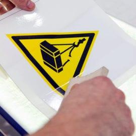 Печать виниловых наклеек